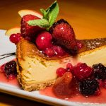 Erdei gyümölcsös sajttorta kardamomos gyümölcsraguval