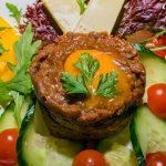 Bélszín tatár friss kerti zöldségekkel