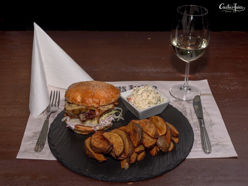 Home-made beefburger with coleslaw and fried potatoes